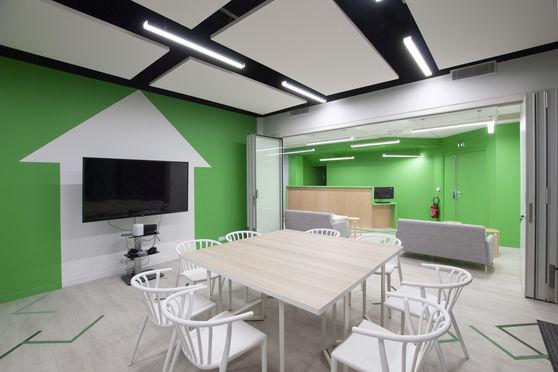 Salle de réunion ouverture sur l'espace détente