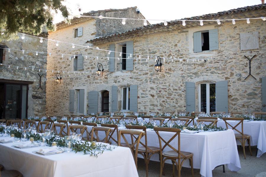 Clos du Tuilier Diner dans la cour, tables banquet