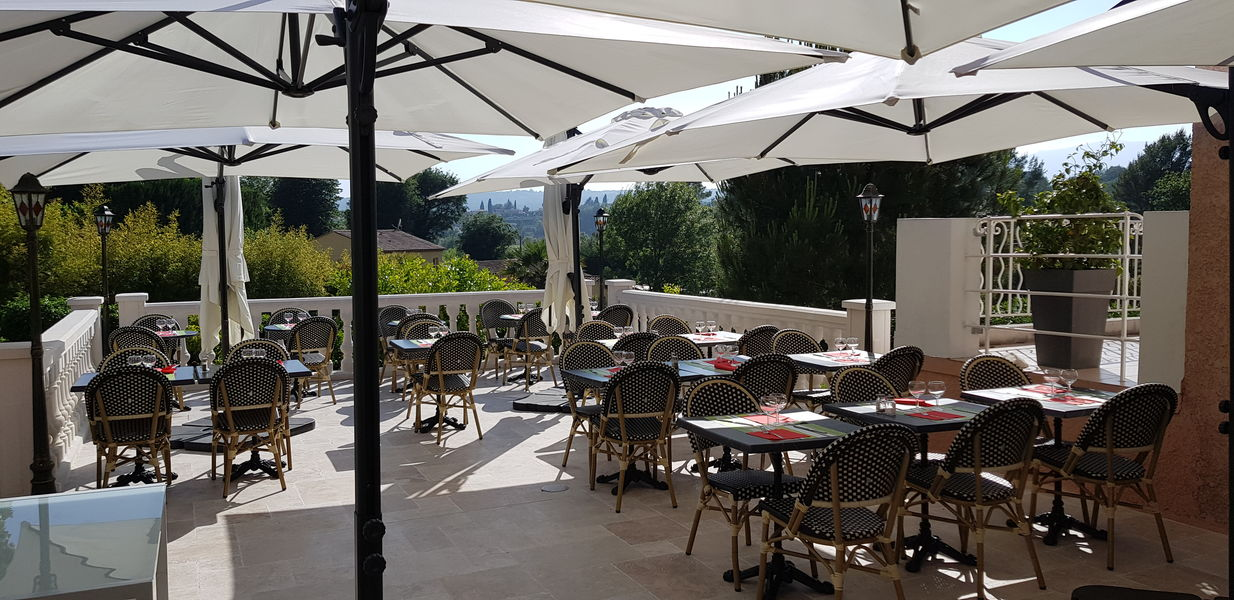 Hotel les Bastides Saint paul Notre terrasse ensoleillée