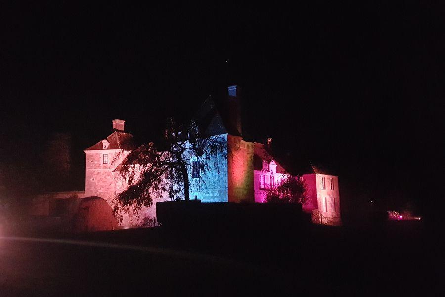 Château du Blanc Buisson Vue du Palais de verre sur le château