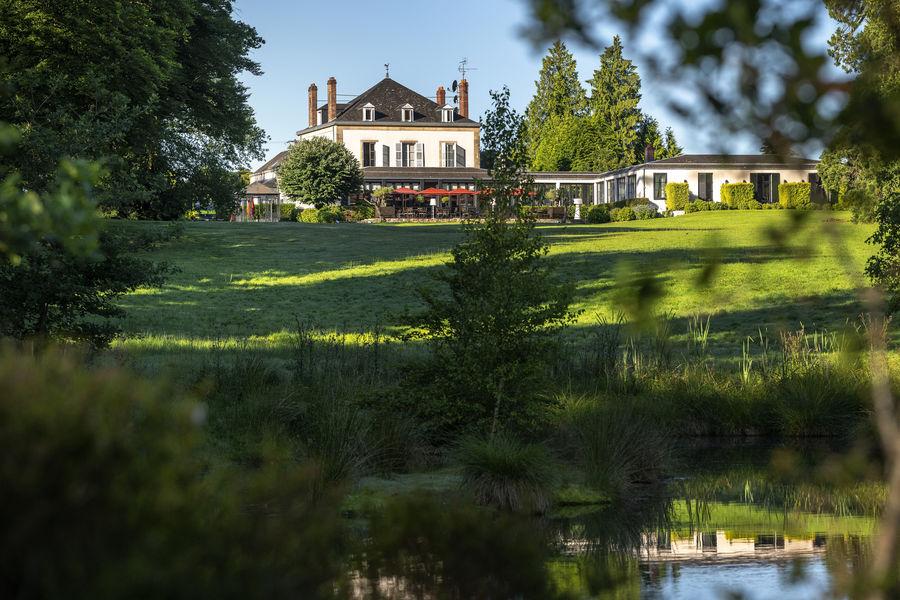 Relais Chateaux La Chapelle Saint Martin **** Hotel Restaurant côté parc