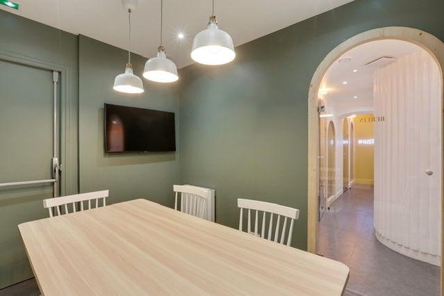 Timees Café & Coworking Salles de réunion de 6 personnes
