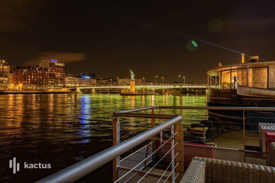 Barge Liberty 5