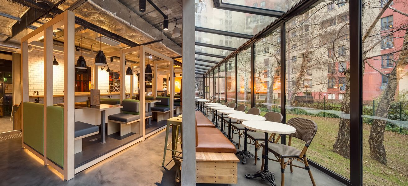 Generator Hostel Paris Café: Espace Véranda