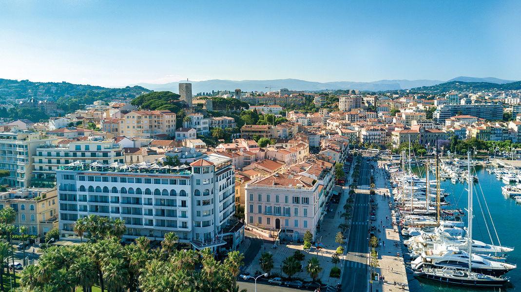 Radisson Blu 1835 Hôtel & Thalasso Cannes ***** Situation de L'hôtel