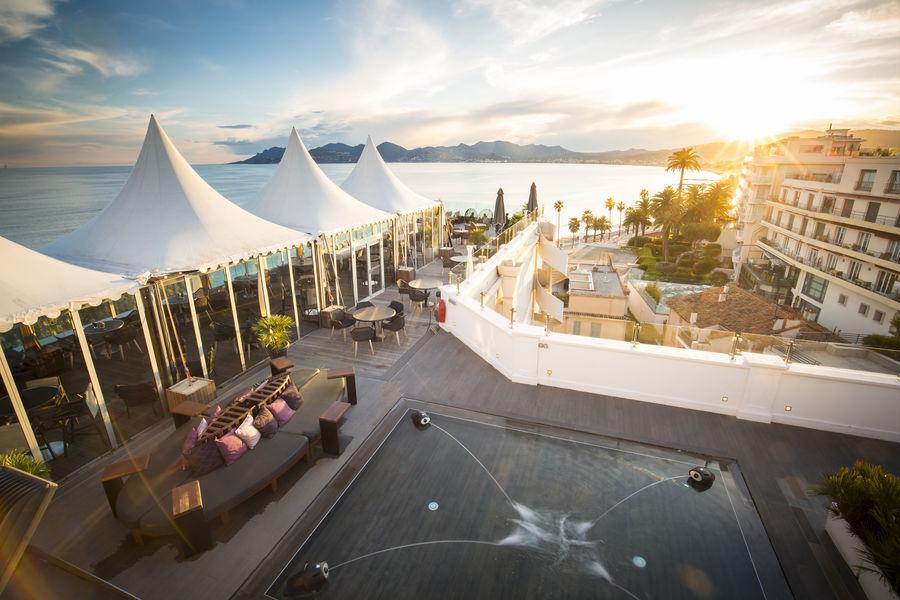 Radisson Blu 1835 Hôtel & Thalasso Cannes ***** Terrasse panoramique avec tente ( hiver)