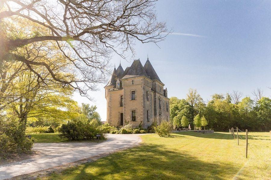 Domaine de Brandois **** château - entrée du Domaine