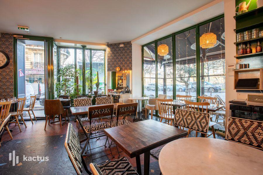 La Seine Café 25