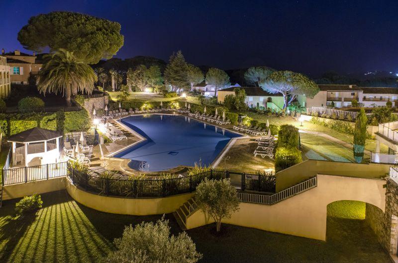 Hôtel Les Jardins de Sainte Maxime *** Piscine la nuit