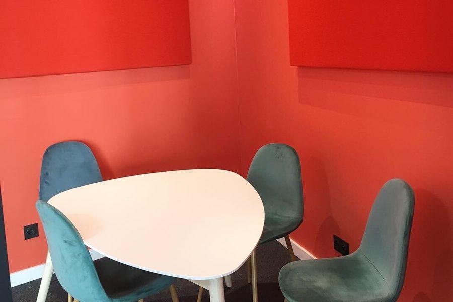 MOTA Coworking  Petite salle de réunion pour 3-4 personnes