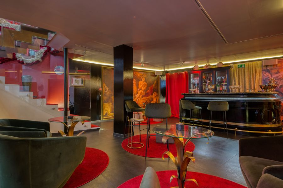 Tale of Paris Bar lounge