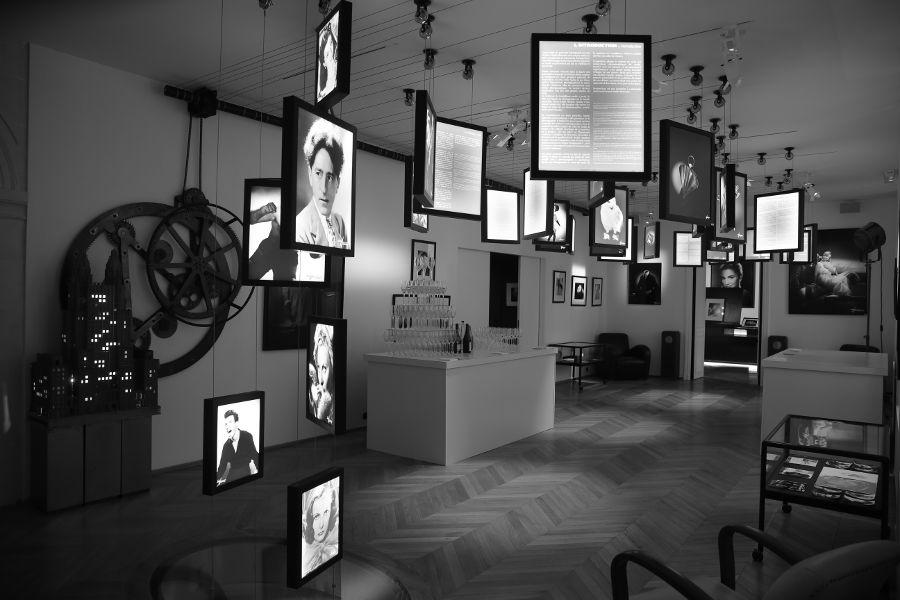 Studio Harcourt Paris Cocktail en salle d'exposition