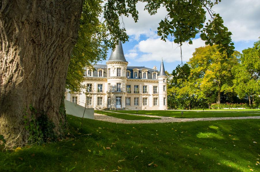 Château d'Hardricourt Le Château d'Hardricourt