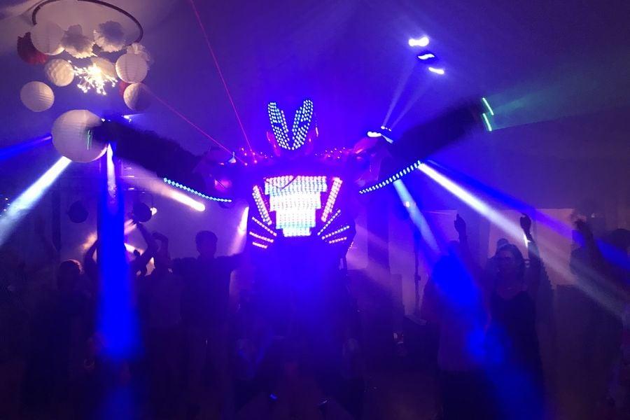 Village Les Rives de Grand Lieu soiree avec robot led