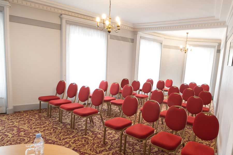 Normandy Le Chantier Salon Argenteuil en théâtre (30m², lumière du jour)