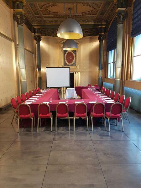 Normandy Le Chantier Palazzo en u (130m²+34m² vestiaire ; lumière du jour)