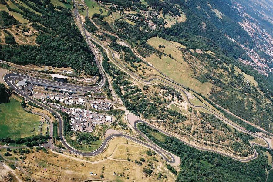 Circuit de Charade Vue aérienne de la totalité du site