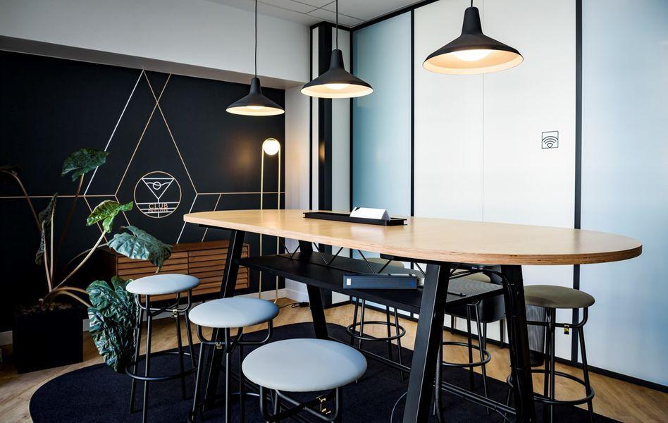 Wellio Paris Gare de Lyon Salle de réunion pour 6 personnes - club 1  - Table et chaises haute