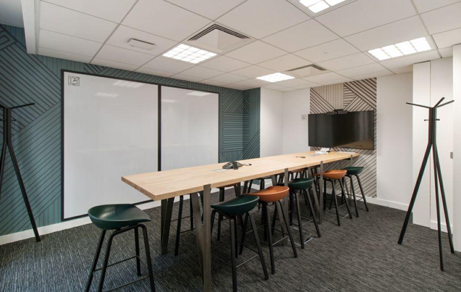 Wellio Paris Gare de Lyon Salle de réunion pour 12 personness - Format board - table et chaises hautes  - Leenhardt