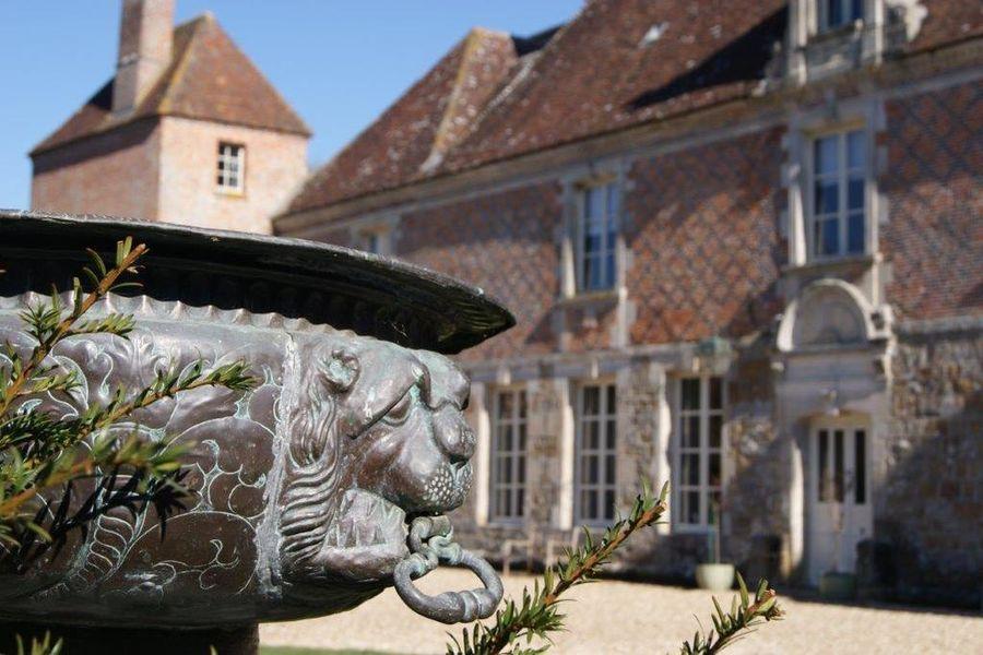 Château du Blanc Buisson Château du Blanc Buisson cour intérieure