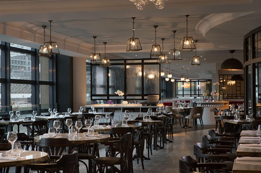 Renaissance Paris La Defense Hotel La Brasserie, Restaurant & Bar