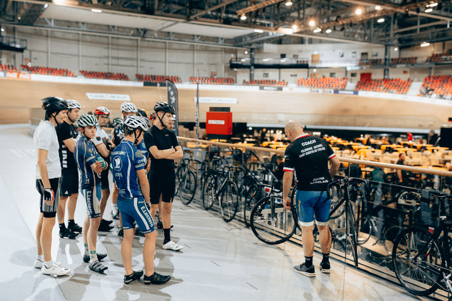 Vélodrome National de Saint-Quentin-en-Yvelines L'aire centrale - Activité team-building Cyclisme sur Piste