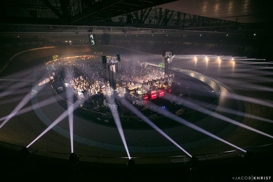 Vélodrome National de Saint-Quentin-en-Yvelines L'aire centrale en configuration show