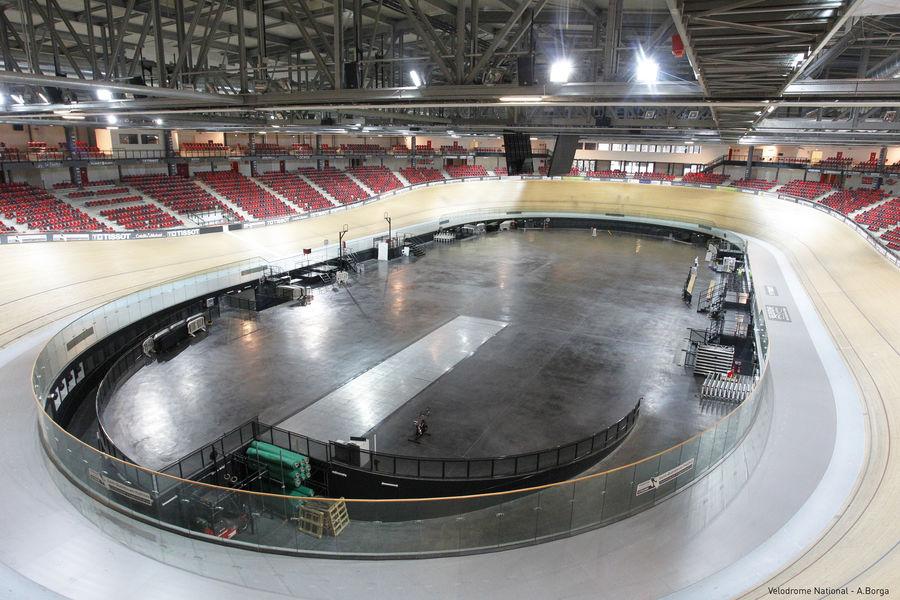 Vélodrome National de Saint-Quentin-en-Yvelines L'aire centrale à nue