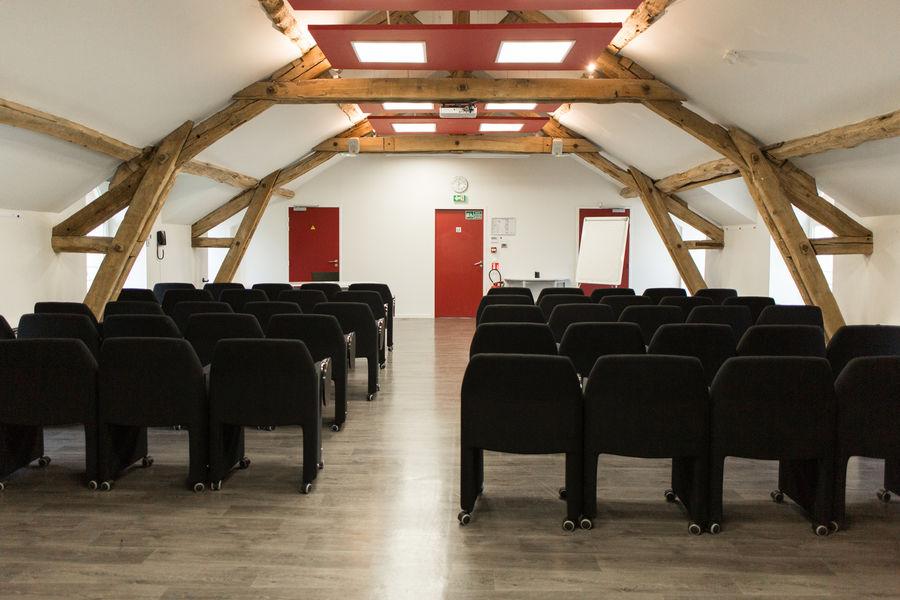Domaine de Fremigny Salle de réunion  Le cob Normand