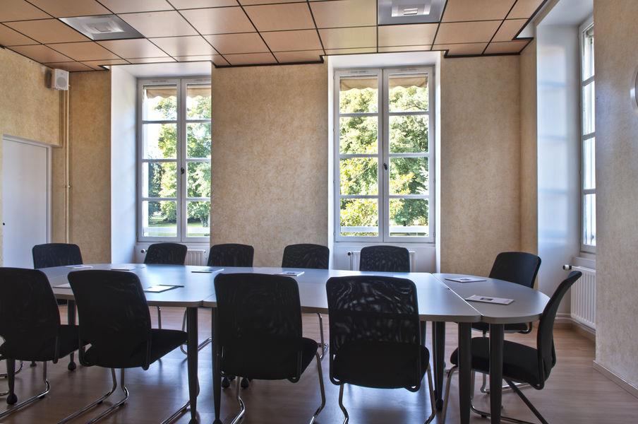 Domaine de Fremigny Salle de réunion Courance 1