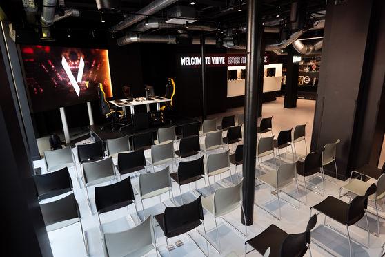 V.Play -  set-up théâtre + 2 postes sur scène