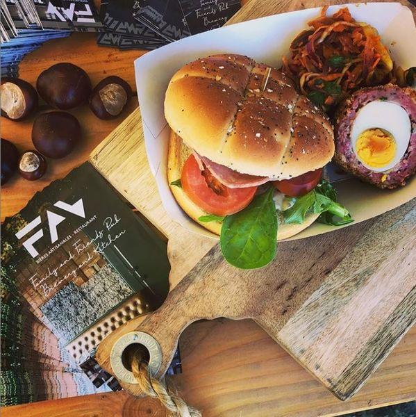 FAV  Burger et Scotch egg