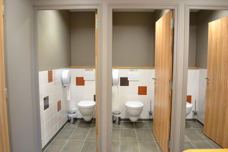 La Croisée des Possibles 6 toilettes dont 3 classiques à La Croisée des Possibles