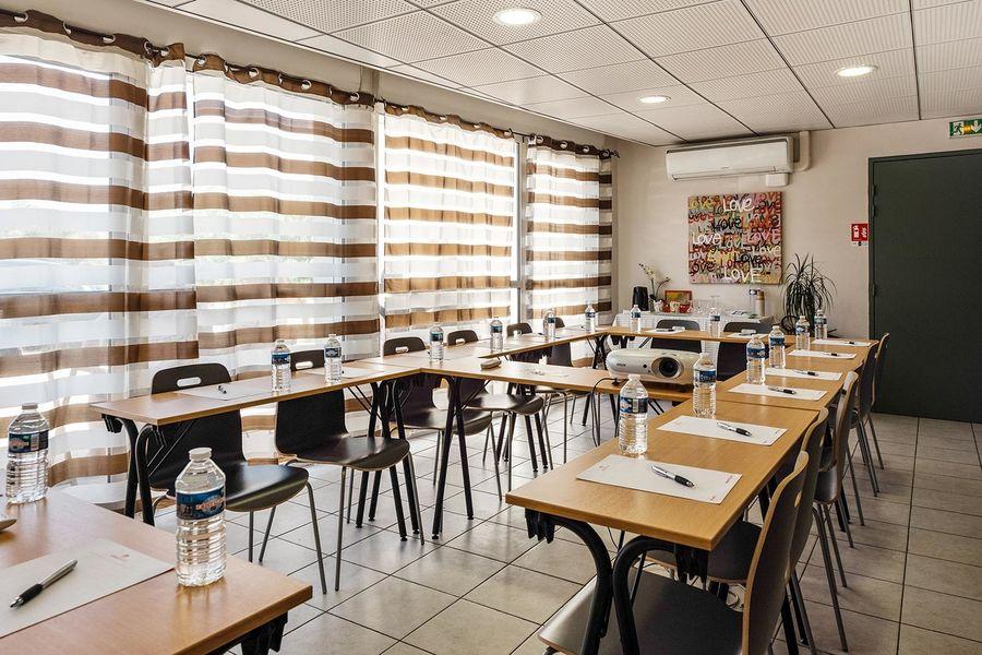 Appart'City Confort Marseille Vitrolles** Salle de séminaire