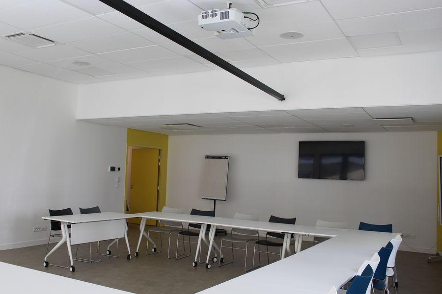 L'EXTRA Salle de réunion EXTRA avec ecran numérique