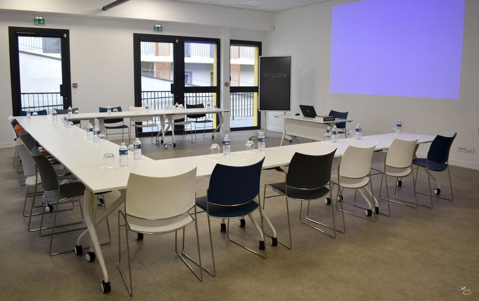 L'EXTRA Salle de réunion EXTRA avec vidéoprojecteur
