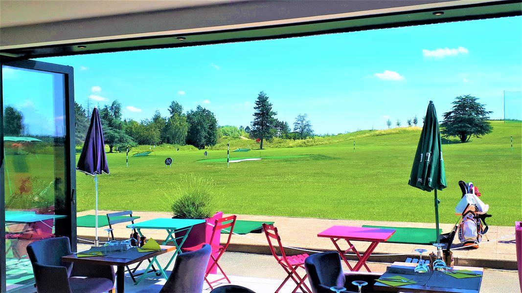 Golf de Saint Aubin vue restaurant et terrasse