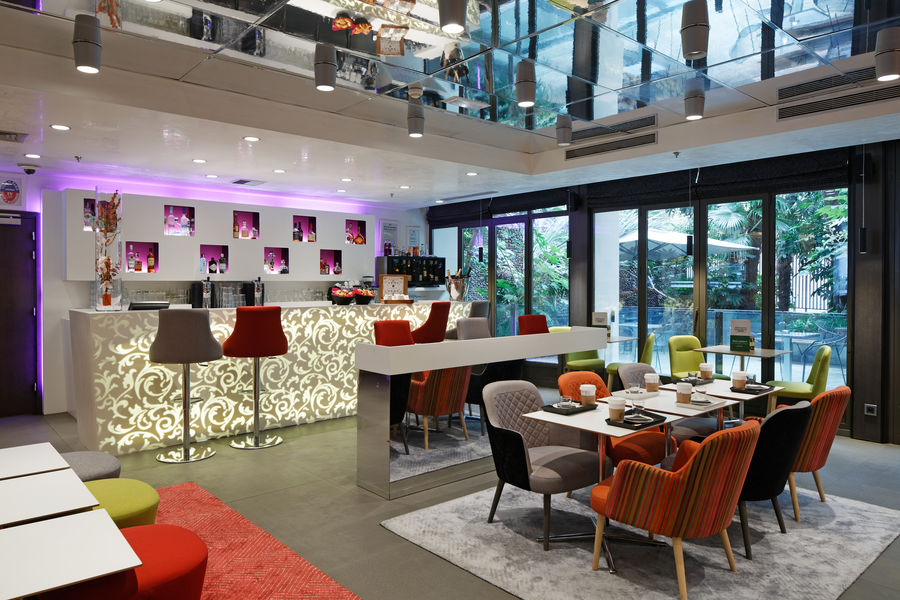 Holiday Inn Paris Notre Dame **** Lobby Bar