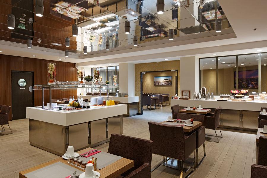 Holiday Inn Paris Notre Dame **** Petit-déjeuner