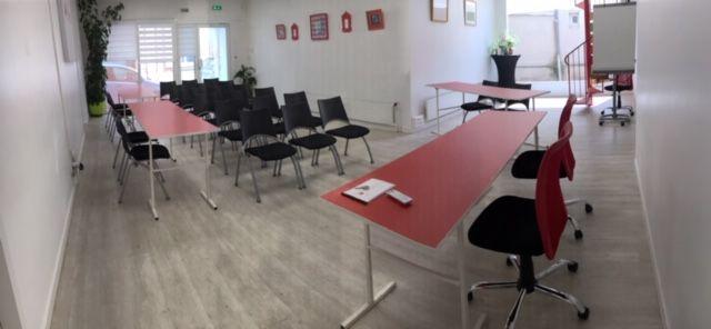 Salons 8ème Sens - Angers Béclard Espace RDC avec salon privé, micro salle de réunion, tisanerie et terrasse privative de 30m2