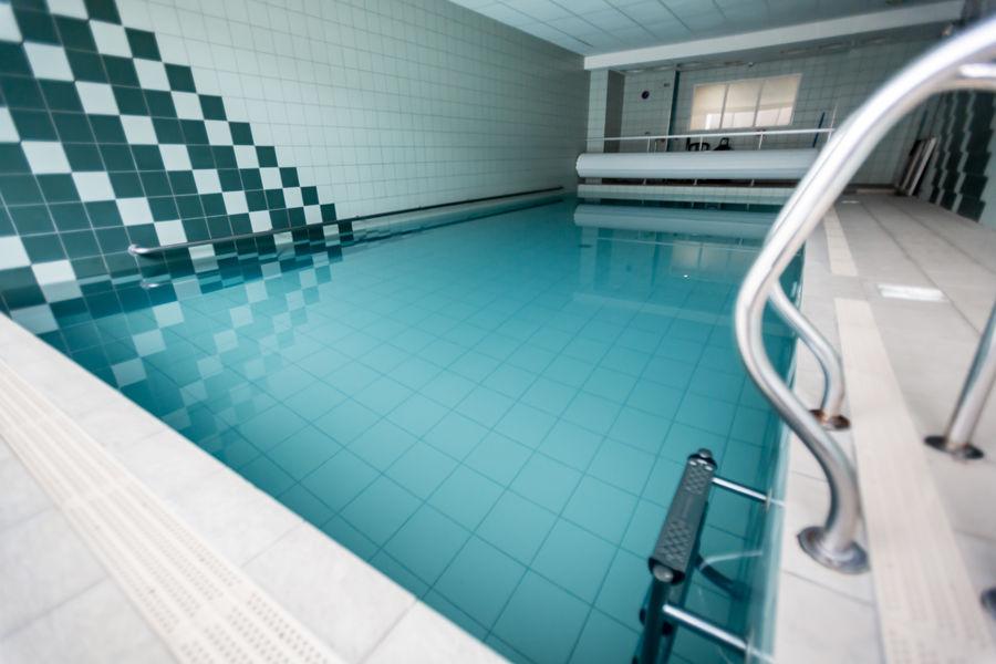 Hôtel Kyriad Clermont Ferrand Sud La Pardieu *** Piscine intérieure