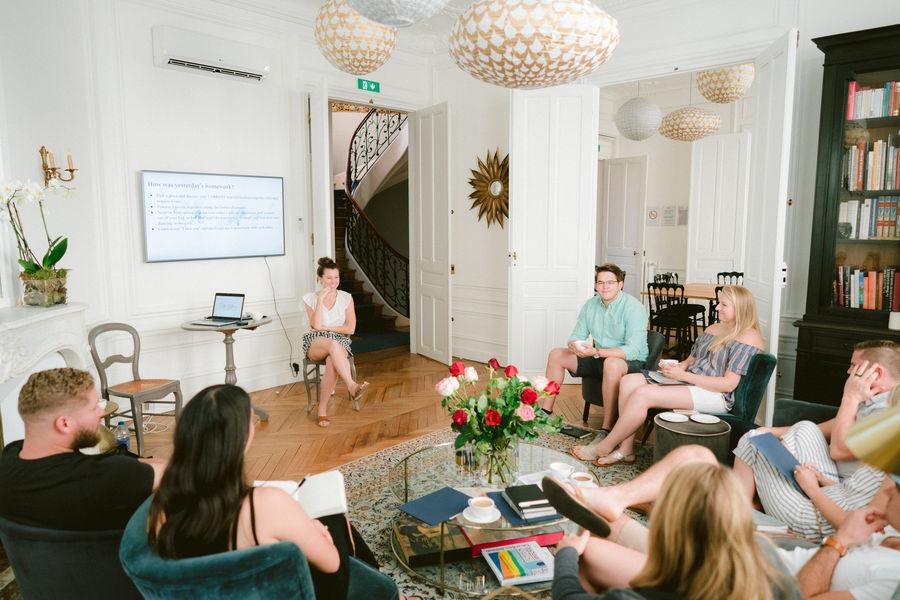 """Sourire de Passy Salon Marronniers en configuration """"casual meeting"""""""