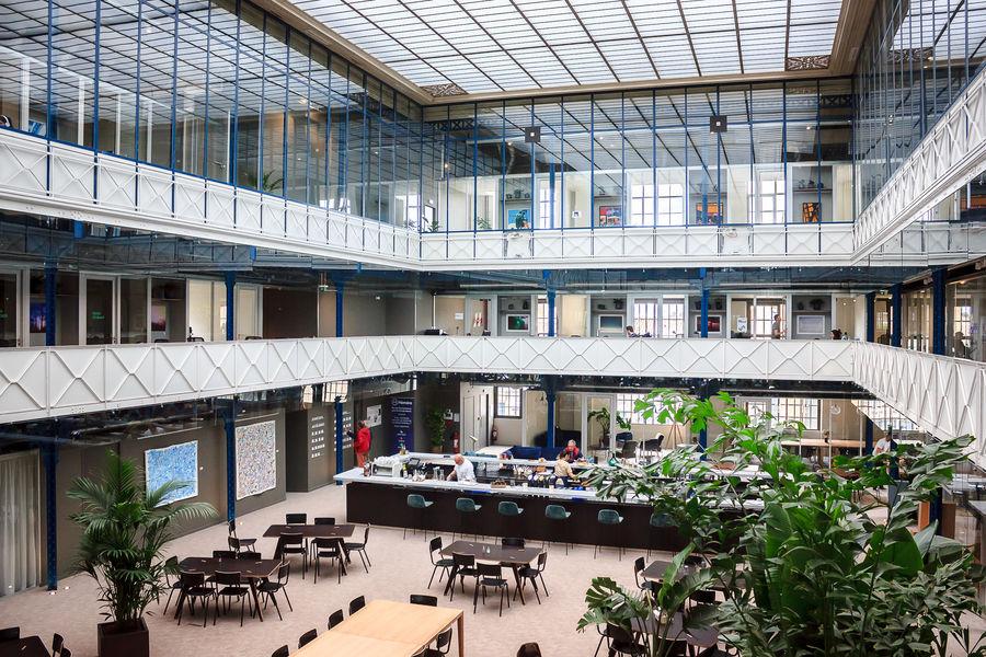 Halle Héméra L'Atrium avec sa verrière d'origine à 12m de hauteur