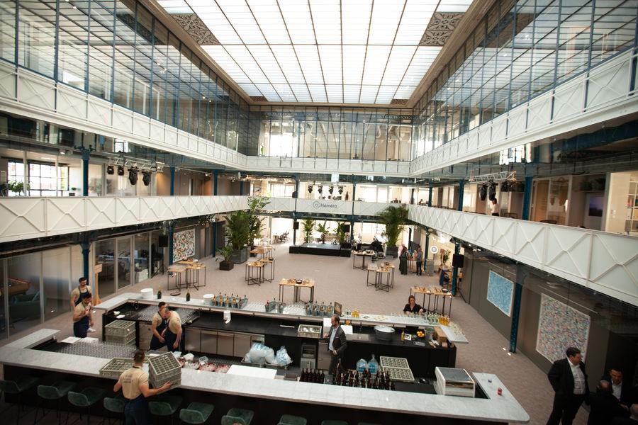 Halle Héméra L'Atrium avec sa belle lumière naturelle, vu depuis la coursive