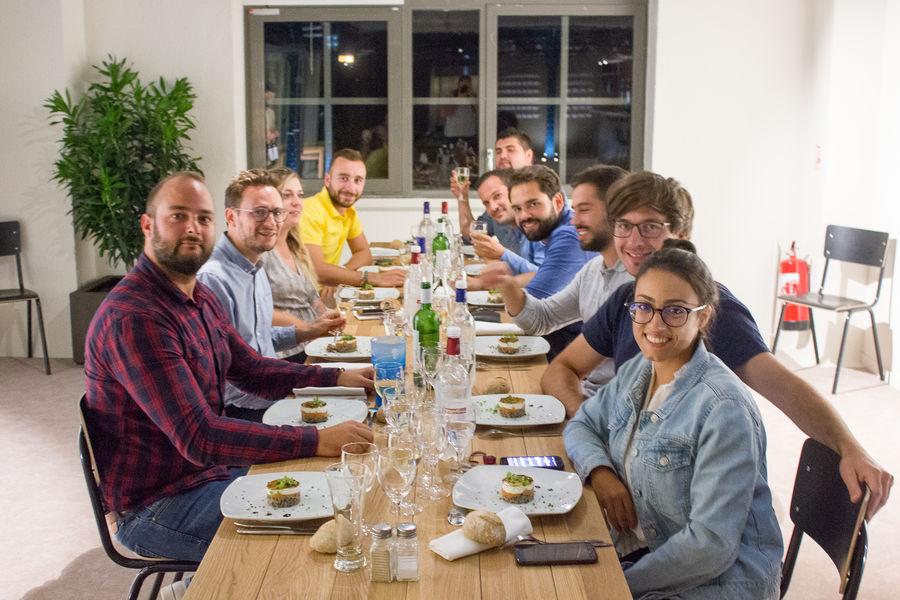 Halle Héméra Repas de groupe servi à l'assiette
