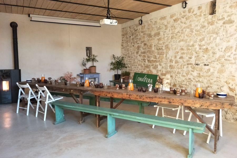 Terre Ugo Maison de Lavande Déjeuner dans la petite grange