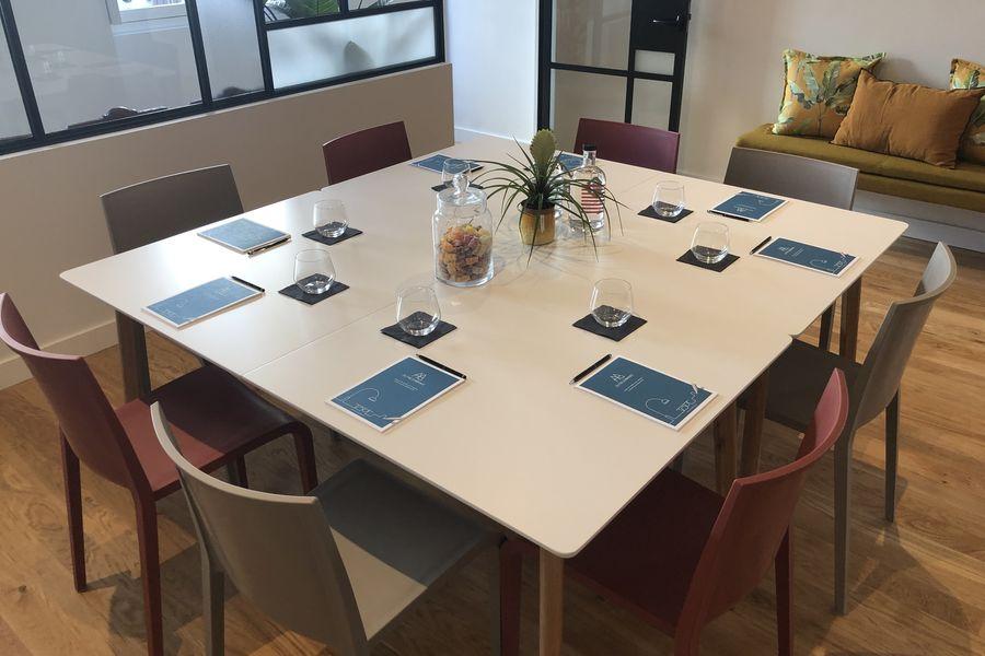 Autre Ambiance Table de travail dans la salle à manger