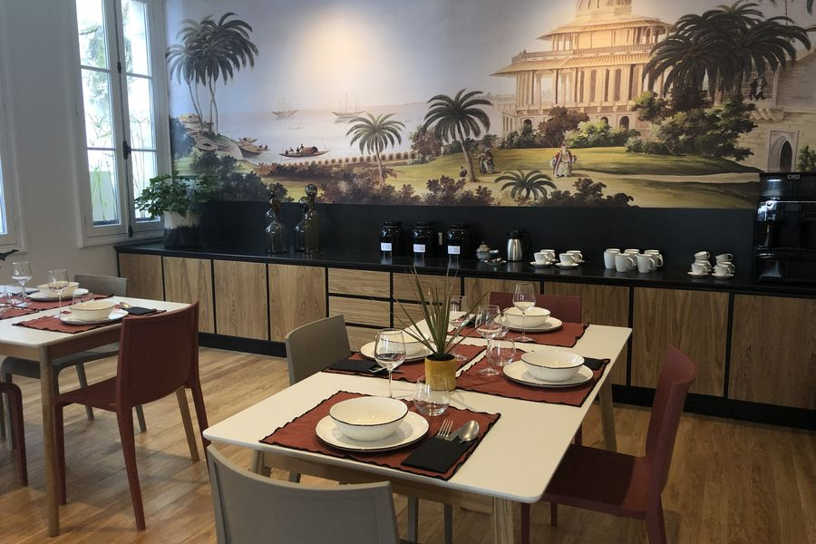 Autre Ambiance Tables de déjeuner et buffet de la salle à manger