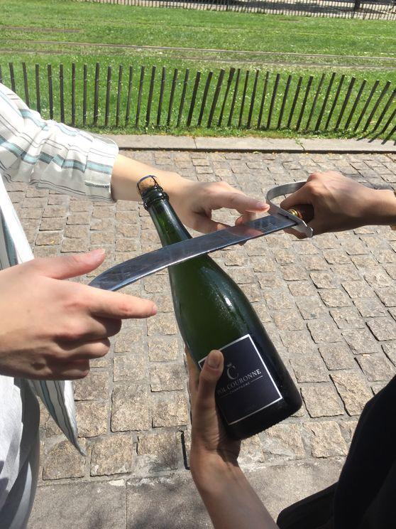 Sabrage Champagne Reims by Escapium