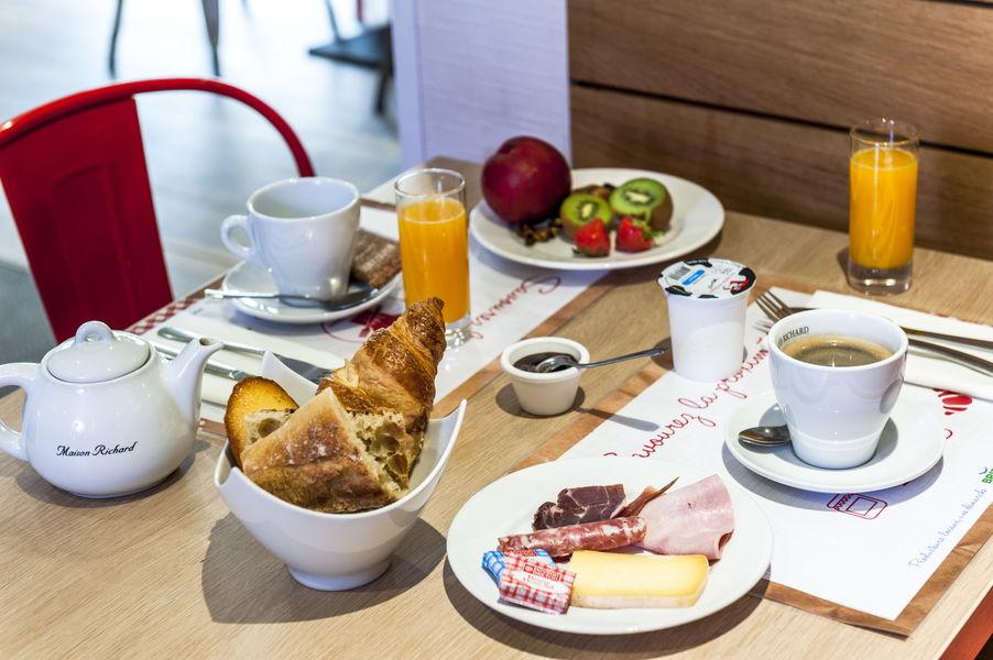 BRIT HOTEL Toulouse Colomiers -  L'Esplanade *** Petit-déjeuner